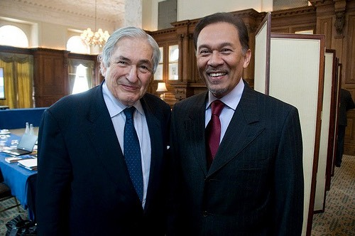 #25.5 Anwar & Wolfensohn World Bank