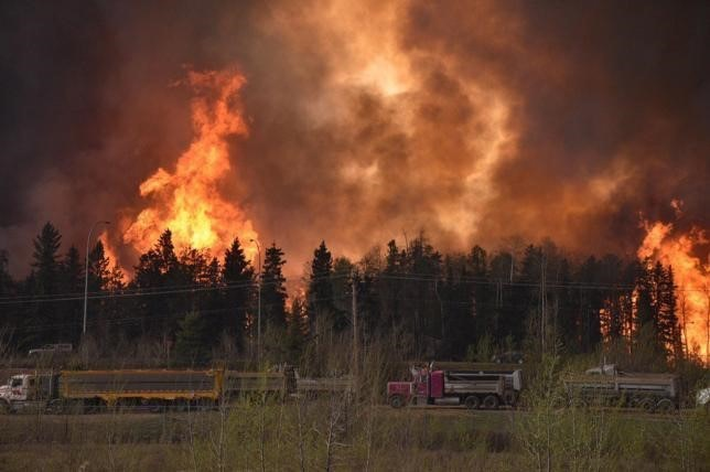 VIDEO: VIDEO: Entire Canadian Oil Sand City Evacuated by Wildfire