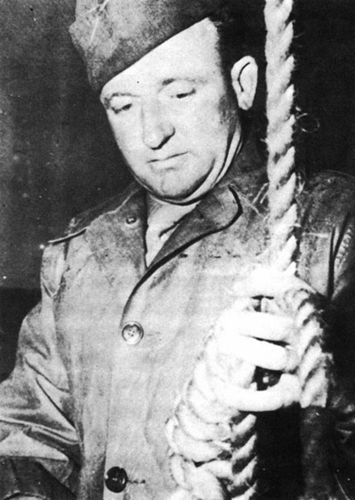 Pic 2. Public-Domain-Master-Sergeant-Woods-readies-the-Gallows-at-Nuremberg-in-19462